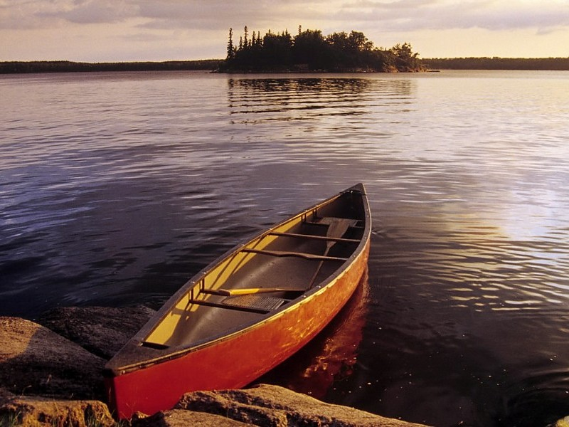 canoe-in-morning-on-the-lake-free-images-background-53653